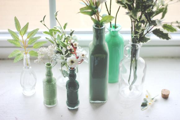 ok-renkli-el-yapımı-cam-şarap-şişesi- Dekoratif cam şişe nasıl yapılır?