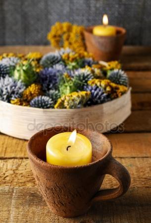 Contemporary Thistle ve diğer Sonbahar Kuru Bitkilerle sonbahar dekorasyonu