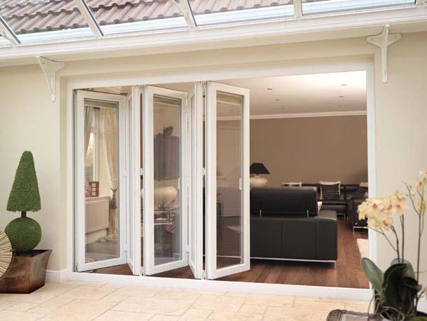 Balkon-Beyaz-Katlanır-Plastik-Kapı-Modeli Katlanır Kapı Modelleri
