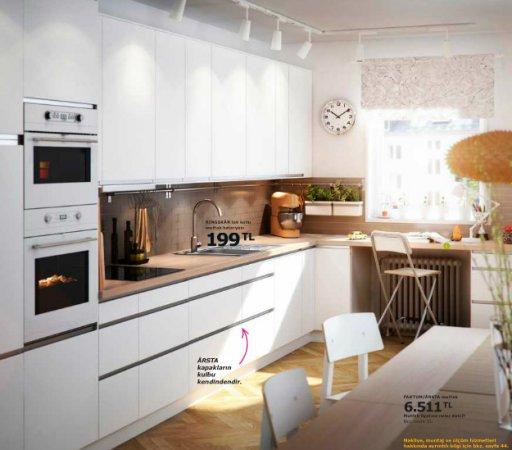 Ikea mutfak dolaplar kolay dekor for Cuisine blanche et marron
