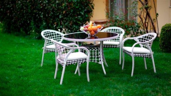 Istikbal bahçe masa ve sandalye modelleri yazısı içinde bulunan
