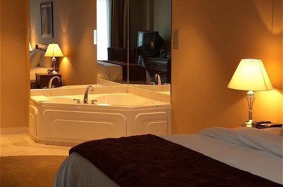 Jakuzili-Otel-Yatak-Odası Jakuzili Yatak Odaları
