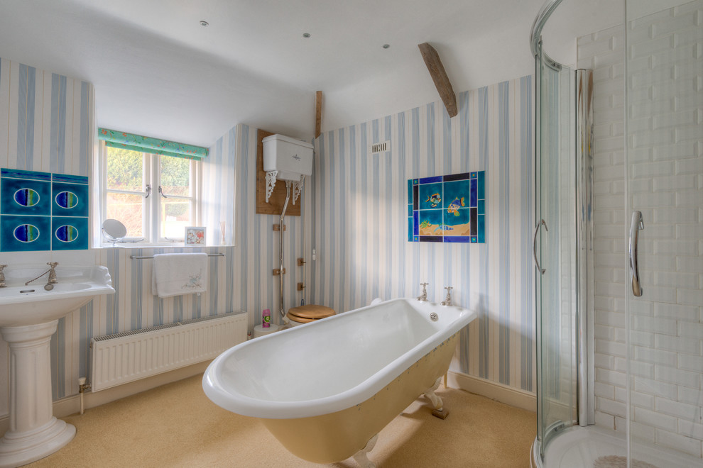Lüks-Küvet-Modelleri-high-tank-toilet-Bathroom-Farmhouse-with-barn-barns-claw-foot-tub Lüks Küvet Modelleri