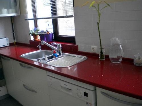 Modern Kırmızı Simli Mutfak Tezgahı