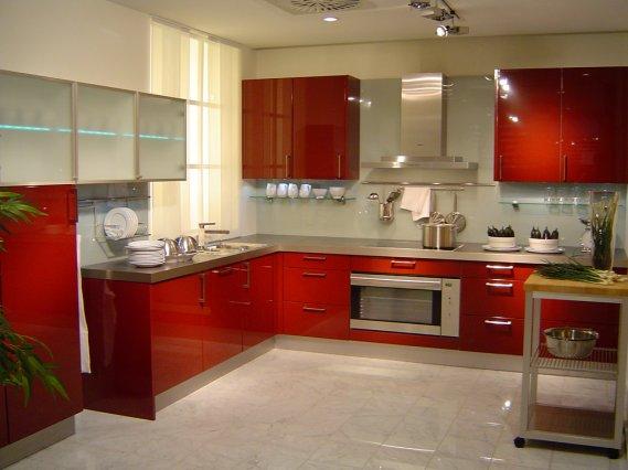 Modern koyu kırmızı mutfak tasarımı