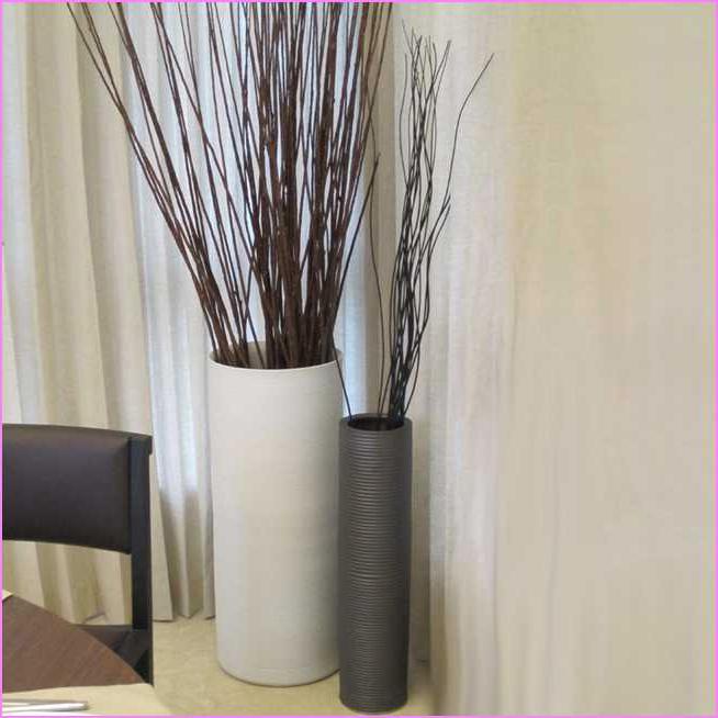 duvar-köşesi-için-modern-vazo-modelleri Eviniz İçin Dekoratif Vazo Modelleri