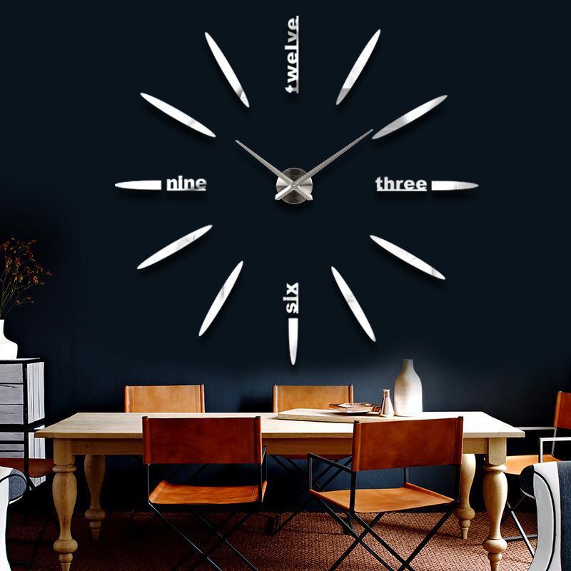 farkli-tasarim-buyuk-duvar-saatleri Duvar Saati Dekorasyonda Nasıl Kullanılır