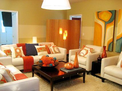 krem-oturma-takimi-renk-uyumlu-oda-dekorlari Dekorasyonda Renk Kullanımı