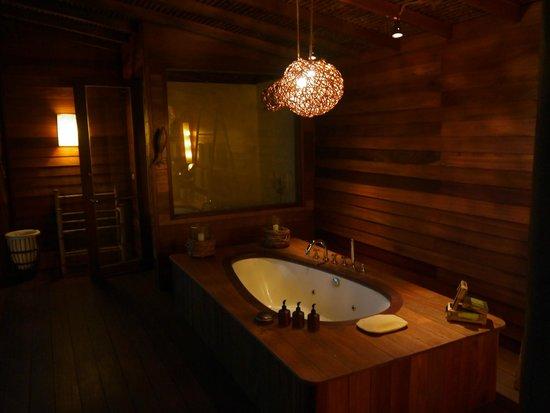 romantik-ahsap-banyo-dekorasyonlari Romantik Banyo Dekorasyon Önerileri