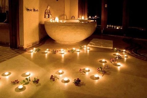 romantik-banyo-mumlari Romantik Banyo Dekorasyon Önerileri