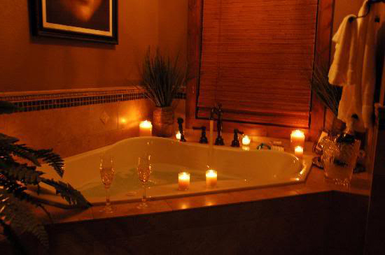 romantik-jakuzili-banyo-dekorasyonlari-2016-2017 Romantik Banyo Dekorasyon Önerileri