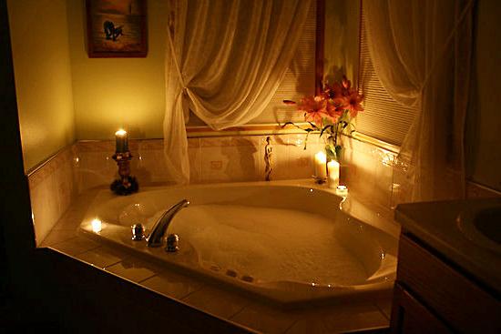 romantik-kalp-seklinde-kuvet-modelleri Romantik Banyo Dekorasyon Önerileri