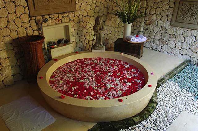 yabancilarin-banyo-dekorasyonlari Romantik Banyo Dekorasyon Önerileri
