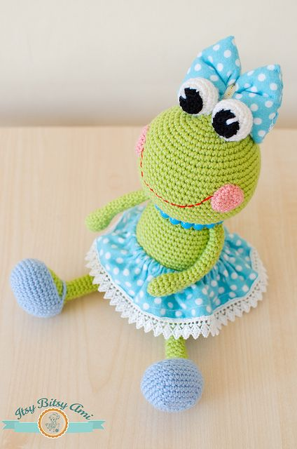 Elegant  Amigurumi Tığ işi Doll Sara Ücretsiz Desen