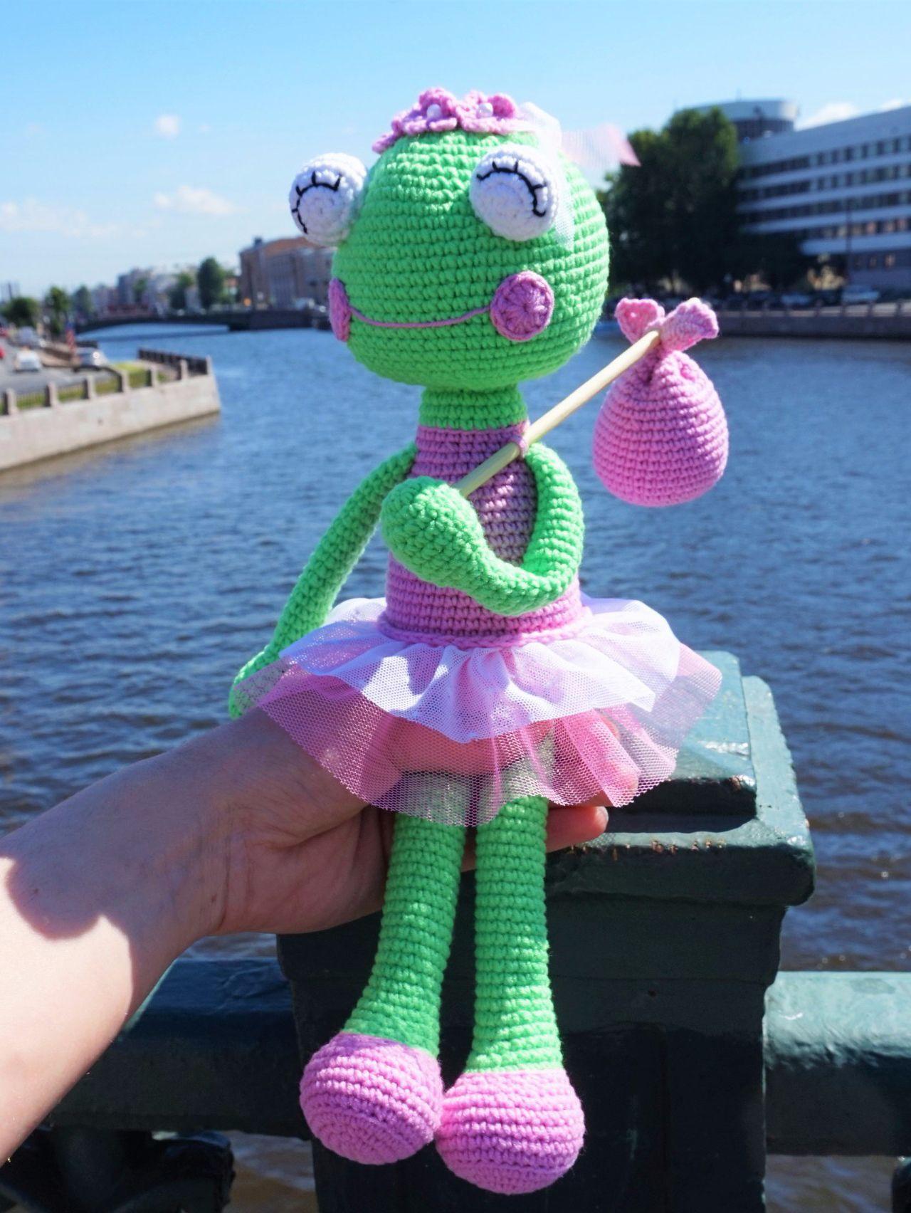 Pictures of  Amigurumi Tığ işi Doll Sara Ücretsiz Desen